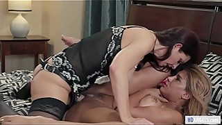 Lesbian wife Mindi Mink has some kinky fetish feat. Syren De Mer and Mercedes Carrera