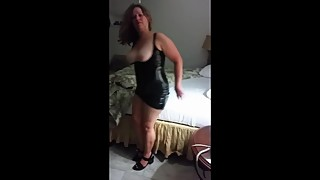 Latex fetish hotwife gives blowjob and fucks bull in cuckold bed