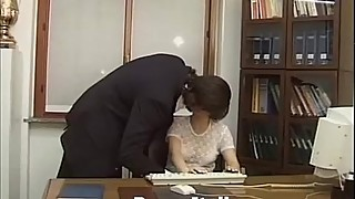 Moglie infedele scopa in ufficio - Cheating wife fucks in the office - Italian