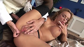 Bubble Butt Cheating Wife Gets Anal Fucking From Butler